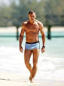 Daniel-Craig_Bond_Beach